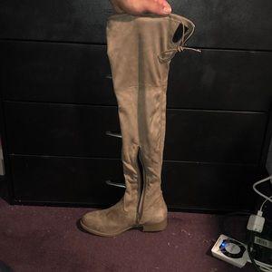 Brand new suede beige boots